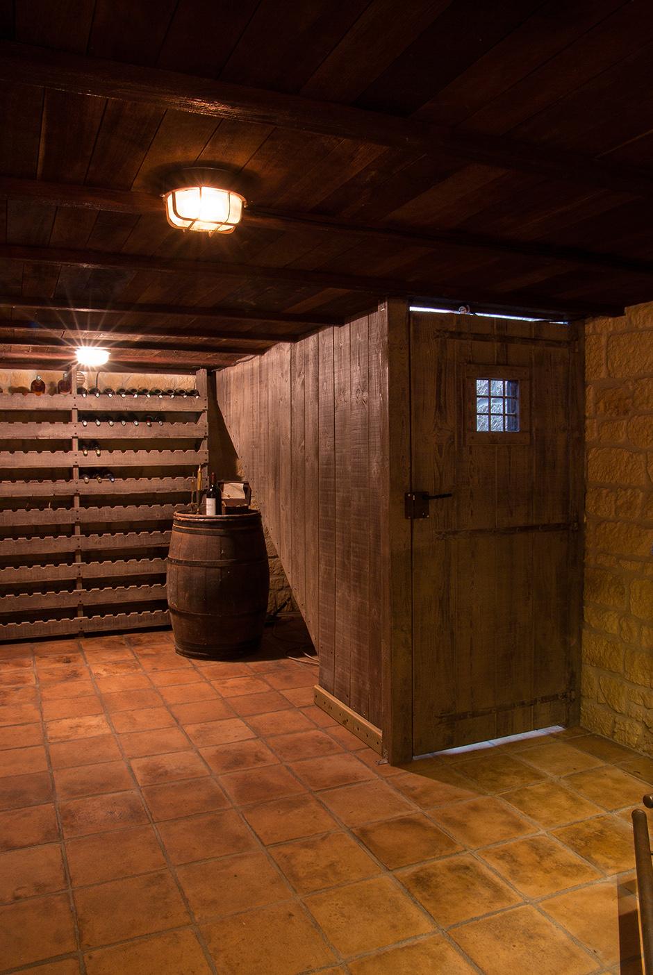 comment bien choisir sa cave vin personnelle. Black Bedroom Furniture Sets. Home Design Ideas