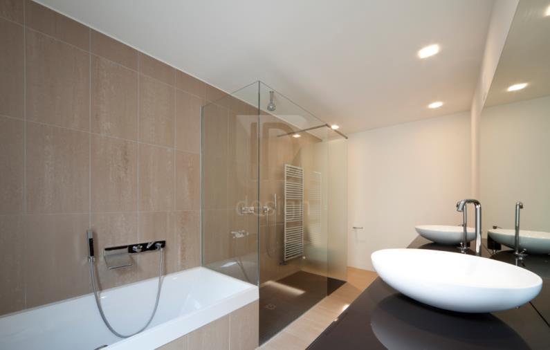 salle de bain baignoire et douche italienne