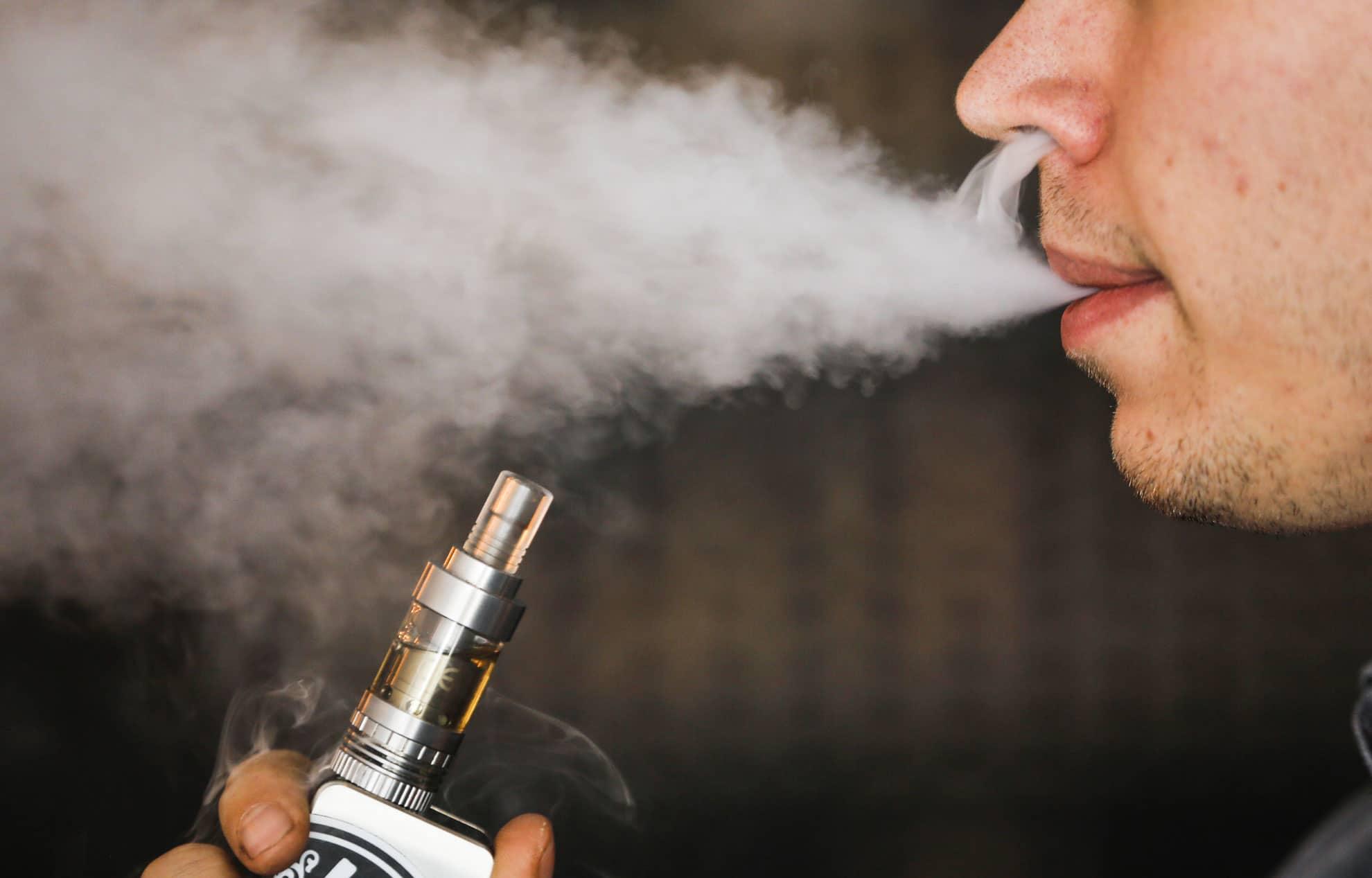 Cigarette électronique : on vous montre comment bien l'entretenir