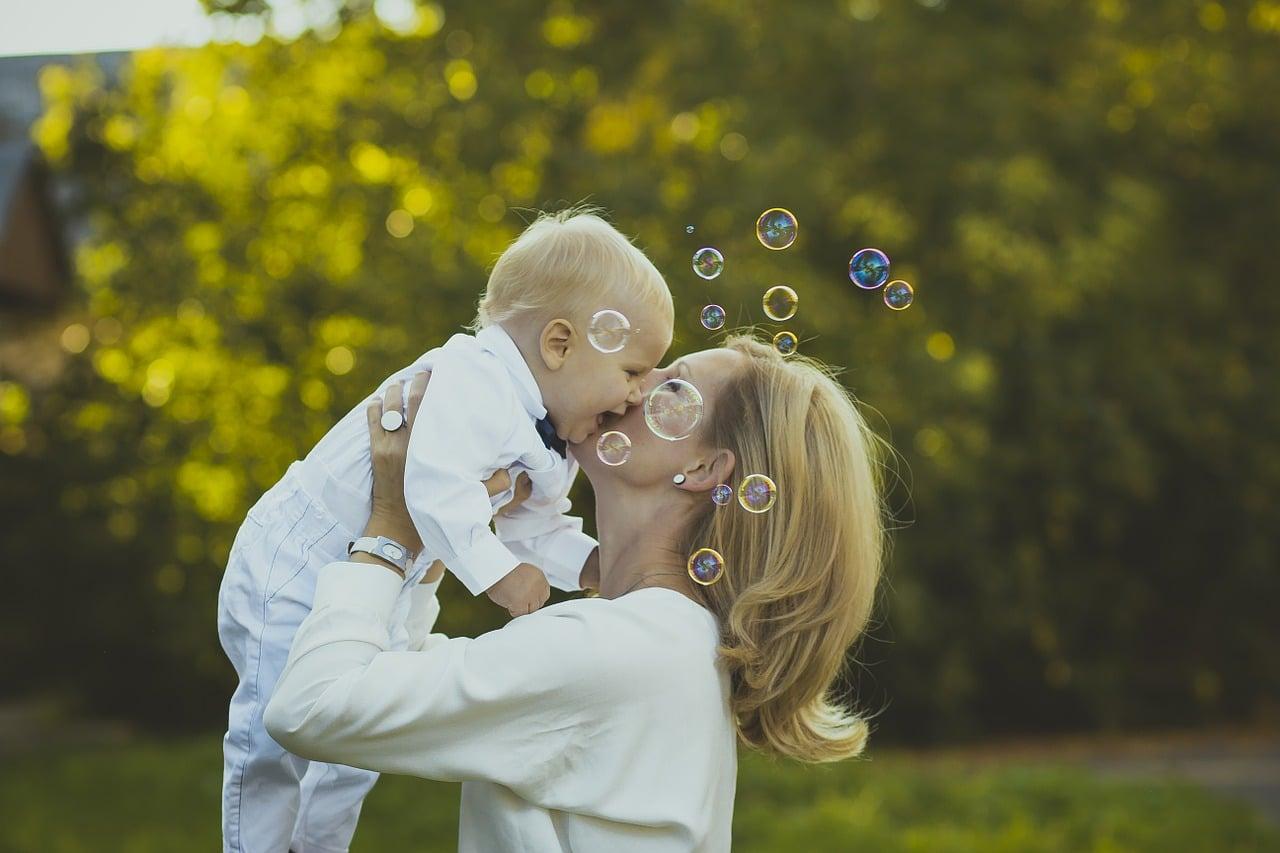 à quel âge votre bébé va-t-il commencer à parler